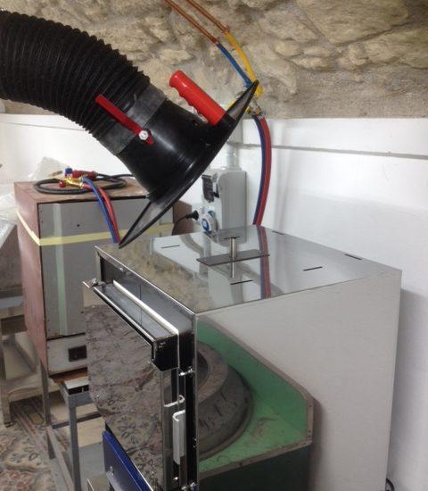 Soluzione compatta per le esalazioni da forni per colata e ricottura: l'aspirazione fumi nei laboratori orafi